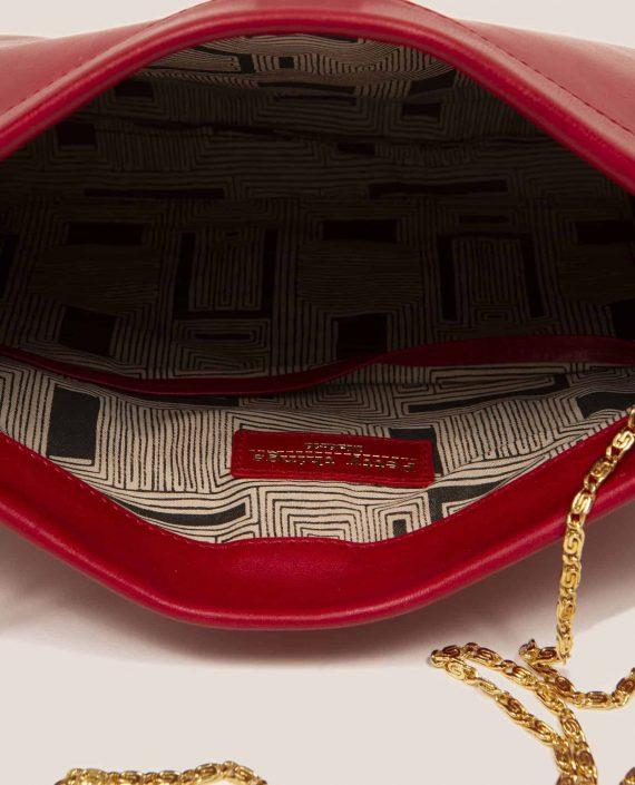 Detalle interior de bolso de mano de cuero rojo, modelo Marlen (ref # MPR-39) de Petty Things