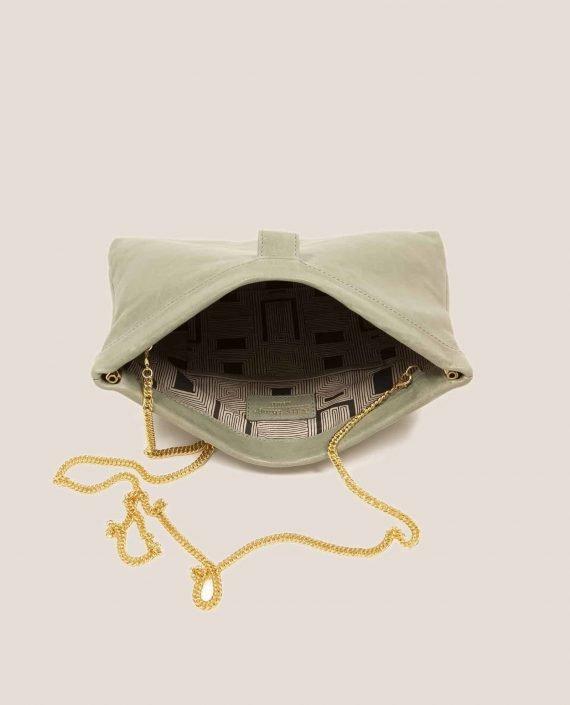 Interior de bolso de mano de cuero verde con cadena , modelo Marlen (ref # MPS-40) de Petty Things
