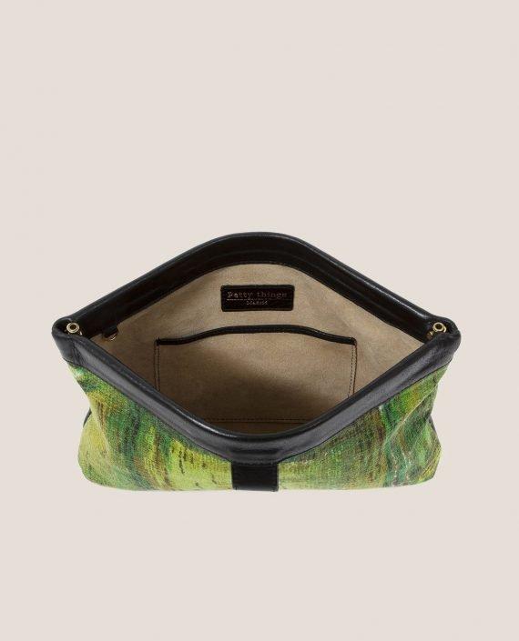 Clutch de Petty Things con piel color negro con tela vintage barkcloth dry brush-abierto