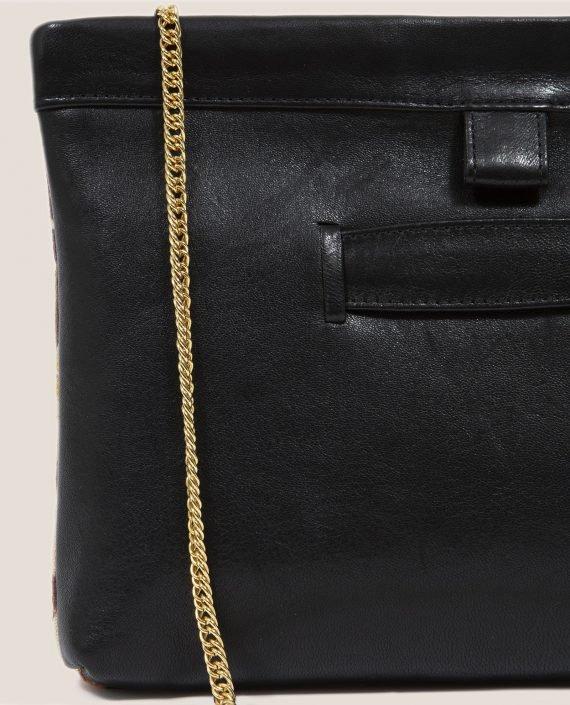 Clutch de Petty Things con piel color negro con tela vintage barkcloth-cadena detalle