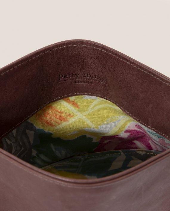 Crossbodybag de Petty Things con piel color rosa palo-forro de tela vintage-Rosa palo-detalle