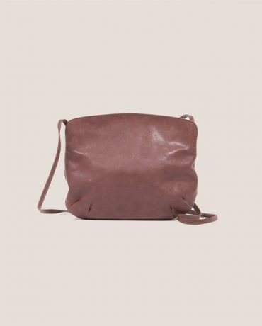 Crossbodybag de Petty Things con piel color rosa palo-forro de tela vintage-Rosa palo-trasera