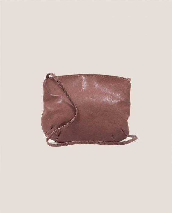 Crossbodybag de Petty Things con piel color rosa palo-forro de tela vintage-Rosa palo-trasera