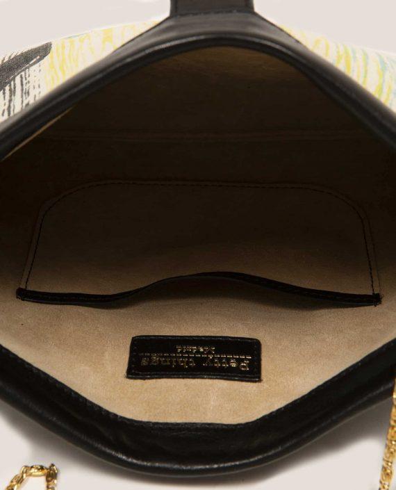 Detalle interior de bolso de mano en cuero con tinte vegetal, y tela vintage, Marlen Lane (ref # MTPN-20-34) de Petty Things