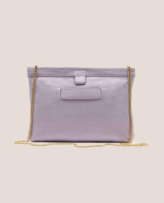 Parte atrás bolso de cuero lila con cadena modelo Marlen (ref # MPL-26) de Petty Things