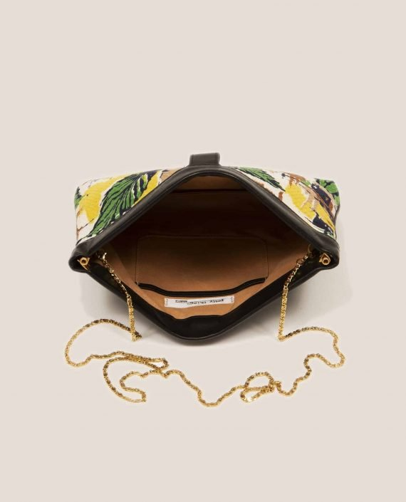 Detail chain handle golden color from clutch Marlen Peter, made of vegetable-dyed leather and vintage fabric (ref # MTPN-48-22) by Petty Things