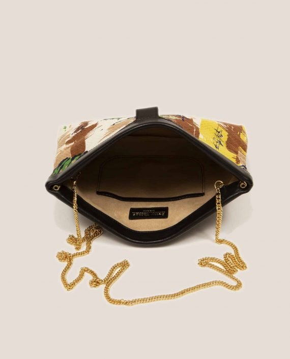 Detail chain handle golden color from bag Marlen Peter, made of vegetable-dyed leather and vintage fabric (ref # MTPN-48-22) by Petty Things