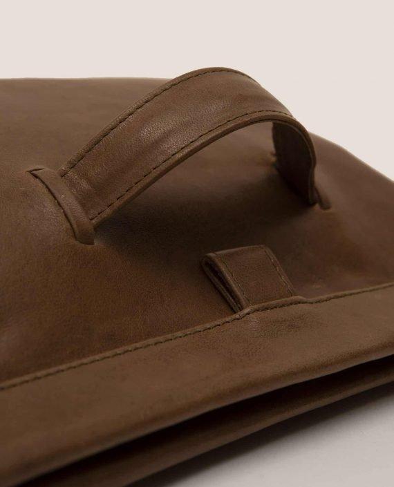 Clutch, handbag, Marlen Toupe (ref #MARPT-23-AW18) Petty Things - detail hand handle