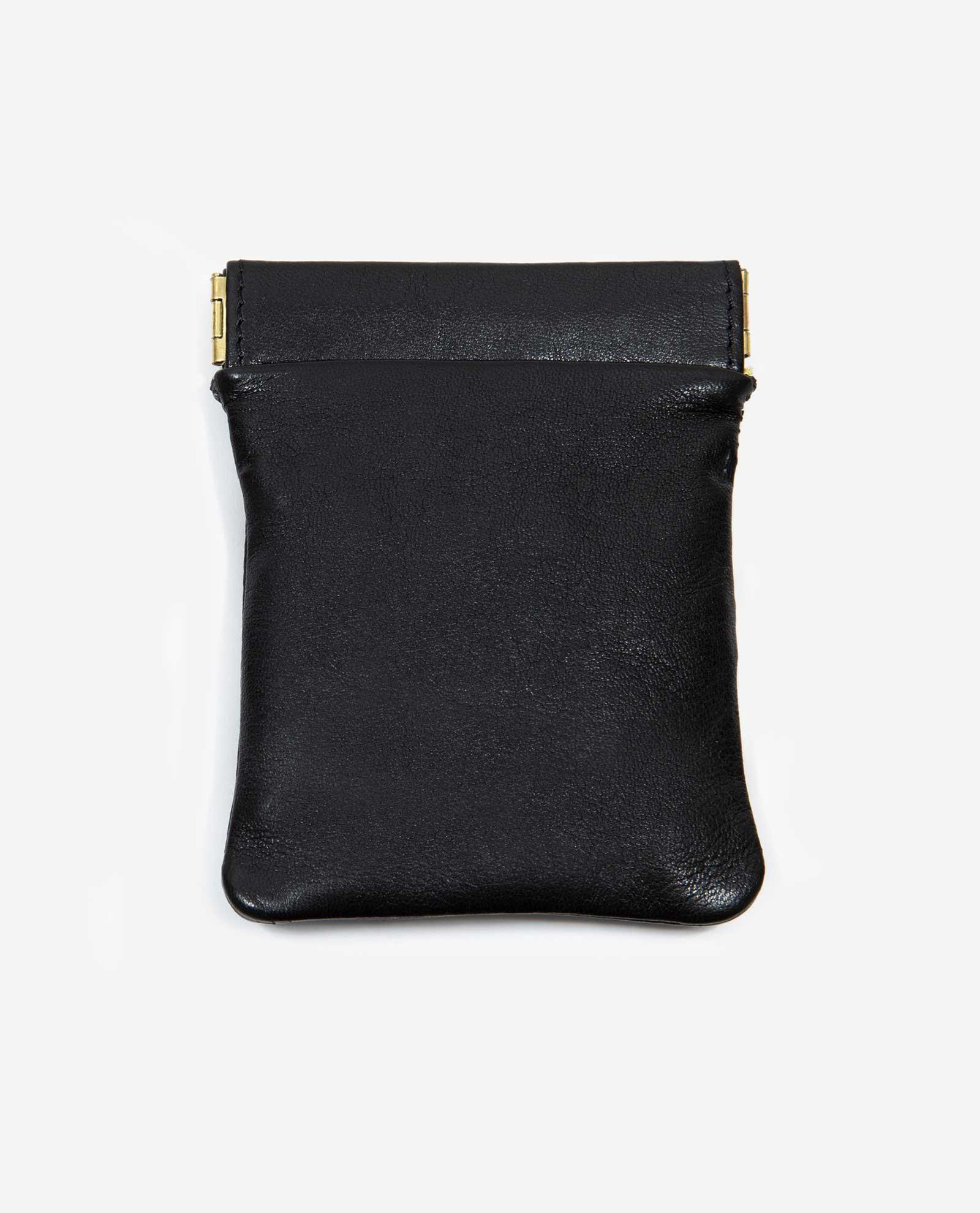 porta monedas pequeño de tela reusada y piel vegetal-NEGRA-delantera-pettythings