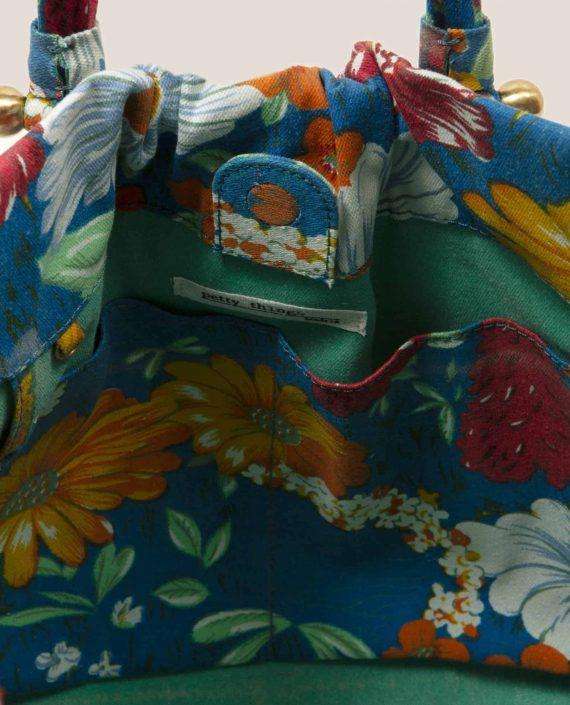 Vista interior de Bolso tela vintage con flores y fondo azul de Petty Things