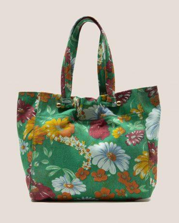 Bolso enorme de tela vintage con flores y fondo verde de Petty Things