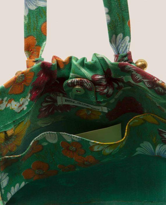 Vista interior de Bolso tela vintage con flores y fondo verde de Petty Things