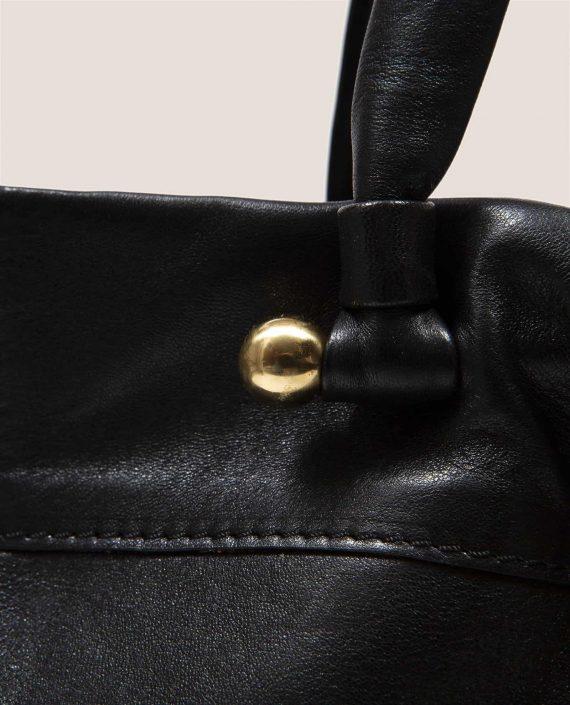 Detalle de el asa con herraje hecho a mano, Nina Peter negro (ref # NTN-07-03) de Petty Things