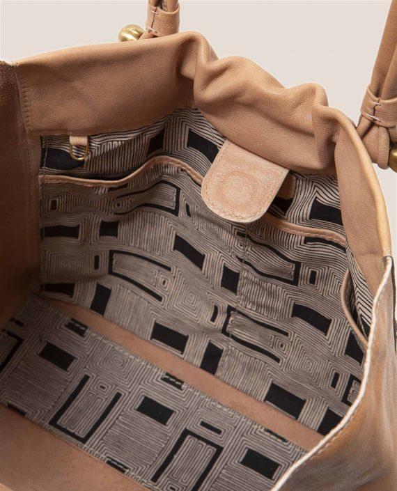 Detalle interior vintage de bolso en cuero vegetal, Nina color rosa (ref #NPRZ-05) Petty Things