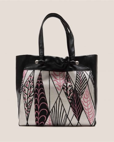 Bolso grande de cuero teñido vegetalmente color negro y tela vintage barkcloth Ula de Petty Things